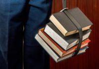 8 knih, které si vzít na dovolenou