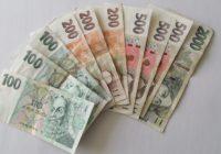 Platy rostou, nezaměstnanost se snižuje, Češi stále utrácí