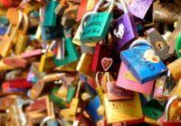 Víte, odkud se vzaly známé zámky lásky?