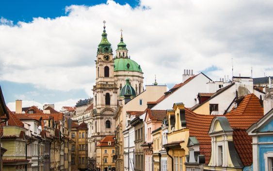 Kde v Praze koupit byt, aby nás to nezruinovalo?