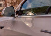 Nedostatek čipů kraluje automobilovému průmyslu. Tesla zavírá továrnu